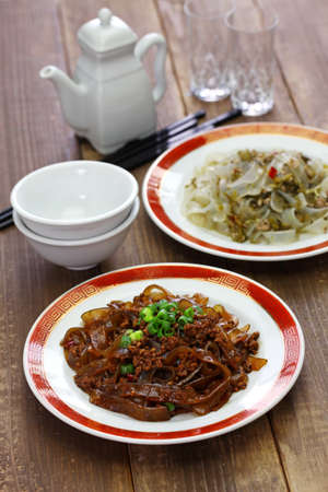Green bean sheet jelly noodles with pickled cabbage and minced pork meat