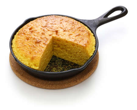homemade cornbread in skillet, cuisine of the Southern United States 免版税图像