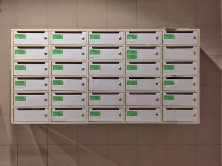 white: Postbox