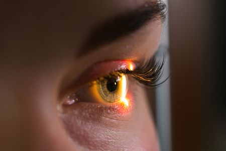 研究と目、クローズ アップ写真、眼科で網膜の診断スキャン 写真素材
