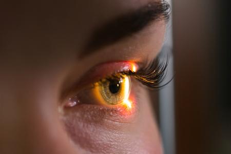 研究と目、クローズ アップ写真、眼科で網膜の診断スキャン