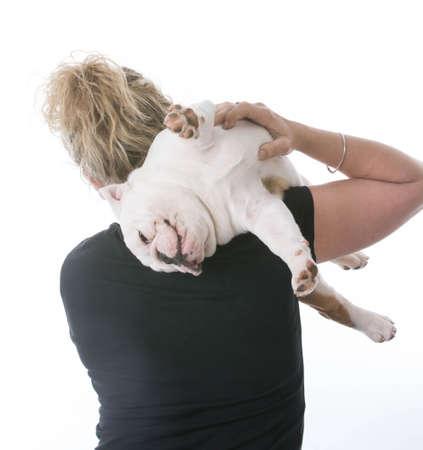 白い背景の女性持株いたずら英語ブルドッグの子犬 写真素材 - 65616276