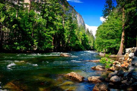 El Capitan 3000 est un pied formation rocheuse verticale dans Yosemite Valley et Yosemite National Park. Il est un des plus populaires avec monolithes grimpeurs dans le monde.