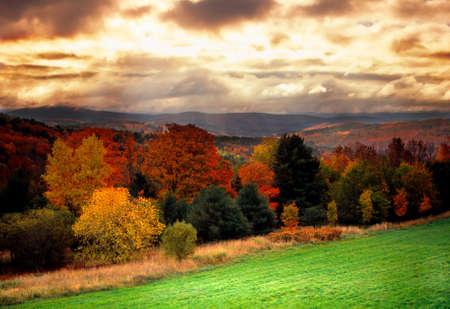 hampshire: Follaje de oto�o en Vermont, EE.UU.  Foto de archivo