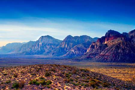 Le Red Rock Canyon National Conservation Area est situ� � quelques miles � l'ouest de Las Vegas et couvre 197.000 hectares dans le d�sert de Mojave. Red Rock est un domaine d'int�r�t du monde entier g�ologiques et g�ologiques beauty.The plus importante caract�ristique de Banque d'images