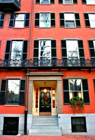 house gables: Beacon Hill es una fascinante, de principios del siglo 19 con el barrio de calles estrechas. La fila de las casas est�n casi todos en ladrillo en el Federal, los estilos victoriano y georgiano. Este Distrito Hist�rico Nacional es excepcionalmente bien conservada, con buen mantenimiento de vivienda Foto de archivo