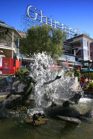 Ghirardelli Square est une attraction touristique avec des boutiques et des restaurants de la r�gion de Fisherman's Wharf de San Francisco, en Californie. Banque d'images