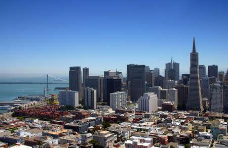 La ville et le comt� de San Francisco est la quatri�me ville la plus connue de Californie et le quatorzi�me plus peupl� des �tats-Unis, 2006 avec une population de 798680 (estimation). Il est situ� sur la pointe de la p�ninsule de San Francisco et est le foc