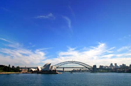 A vista de l'eau de Sydney Harbour Bridge et l'Op�ra de Sydney