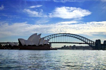 L'Op�ra de Sydney est l'un des plus caract�ristiques et c�l�bres b�timents du 20�me si�cle, et l'un des plus c�l�bres salles de spectacle dans le monde �ditoriale