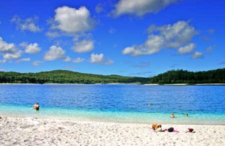 McKenzie Lake est l'un des populaires lac d'eau douce � Fraser Island, Australie