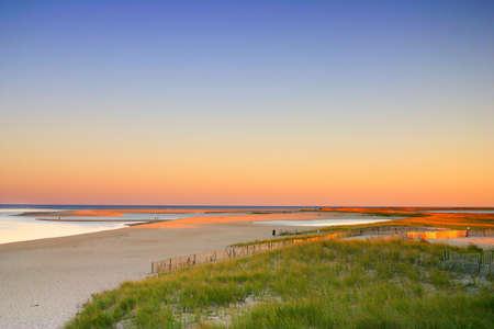 Cape Cod è un braccio a forma di penisola quasi coestensivo a Barnstable County, Massachusetts [1] e che costituiscono la parte orientale dello stato del Massachusetts, negli Stati Uniti nord-orientali. Il Capo della cittadina e del carattere spiaggia porta buona  Archivio Fotografico