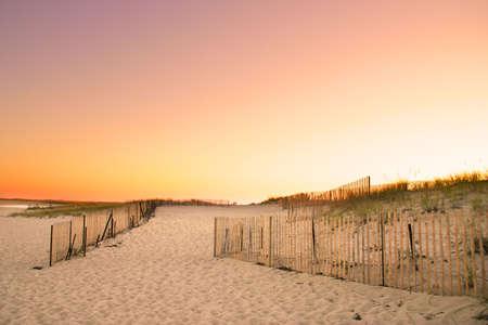 Cape Cod est une p�ninsule en forme de bras co�ncide presque avec Barnstable County, Massachusetts [1], et formant la partie orientale de l'�tat du Massachusetts, dans le nord des �tats-Unis. Le Cap de la petite ville de caract�re et de la plage apporte hea