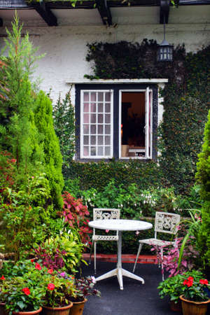 cottage garden: A traditional English cottage   Stock Photo