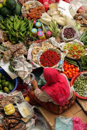 Muslim woman selling fresh vegetables at market in Kota Bharu Mal Stock Photo - 5558045