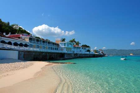 blue lagoon: Grotta Beach Club del medico, Montego Bay, Giamaica   Archivio Fotografico