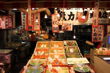 japon food: Nishiki Market Alley, Kyoto, Japon