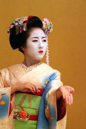 maiko: Maiko performing a kyo-mai dance
