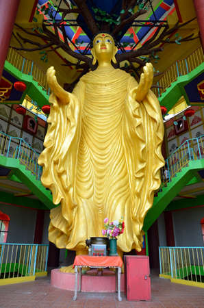Perak Tambun Tibetian Temple, also known as Jingang Jing She by the locals, is surrounded by magnificent perimeters of luscious valleys, orchards and limestone hills