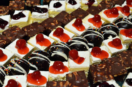 custard slices: Cake with fresh fruits