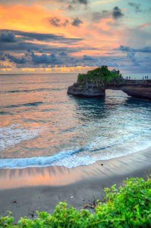 hinduismo: Tanah Lot Temple on Sea in Bali Island Indonesia