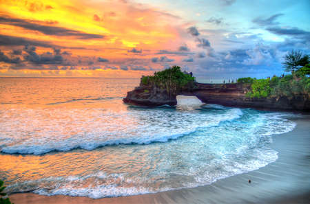 Tanah Lot Temple on Sea in Bali Island Indonesia Imagens - 80897737