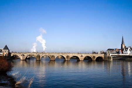 maas: Historic StServaasbridge Maastricht