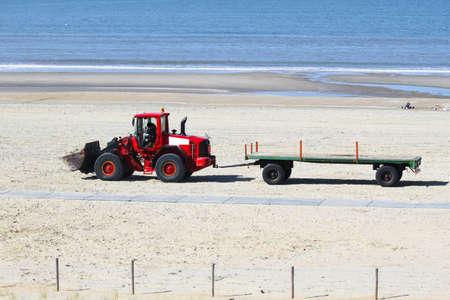 dragline: Work at the beach - preparing for summerseason - transportation