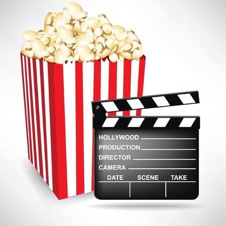 movie clapper: batacchio scheda film e popcorn isolato su bianco