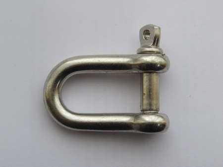 shackle: Shackle used to attach lifting equipment to a load.