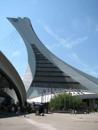 Montreal geneigd toren, die deel uitmaakt van het Olympisch stadion gebruikt in de 1976 zomerspelen vormt. Stockfoto - 55403134