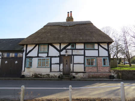 hampshire: Thatched cottage in the Hampshire village of East Meon,UK.