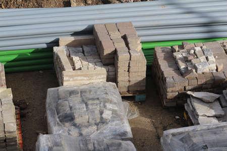 Materiali da costruzione in un cantiere edile.