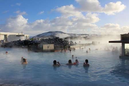 blue lagoon: La Laguna Blu � una zona di balneazione all'aperto riscaldata con energia geotermica. Ci sono molti di questi piscine pubbliche in Islanda e sono estremamente popolari. Editoriali