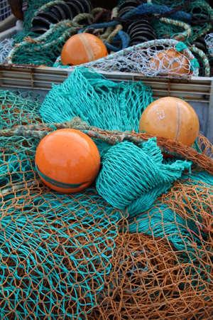 redes de pesca: Las redes de pesca en el muelle en el casco antiguo de Portsmouth.