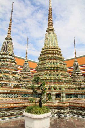 タイ、バンコクのワットポーの敷地内の仏舎利塔。