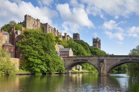Durham Castle and Cathedral Framwellgate Bridge England Archivio Fotografico - 94480966