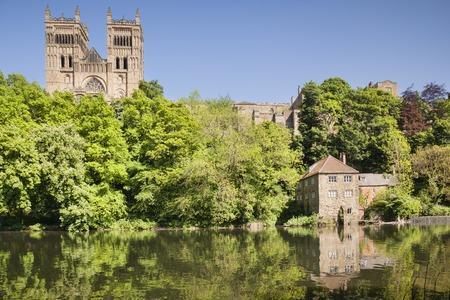 Cattedrale di Durham e River Wear Archivio Fotografico - 94480993