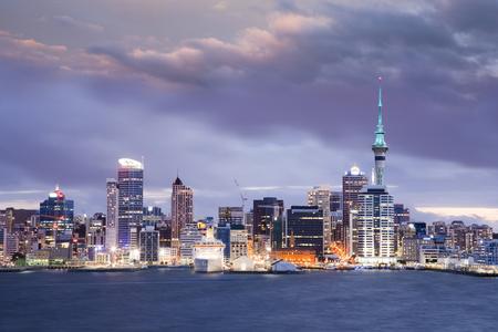 Neuseeland Auckland Skyline Dämmerung dramatischen Himmel