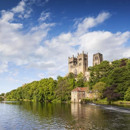 Cattedrale di Durham e il fiume Wear Inghilterra Archivio Fotografico - 95475604