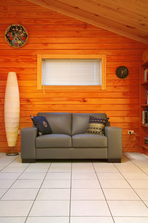 Timber Home Interior Leather Couch Window Venetian Blind Ceramic Reklamní fotografie