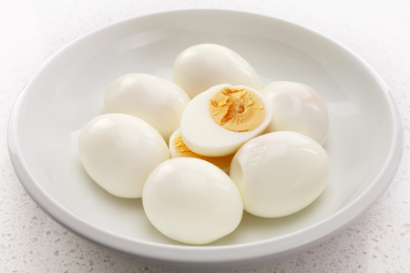 Hard Boiled Eggs in a Bowl One Cut Archivio Fotografico - 115301577