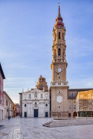 Tower and west facade of La Seo, or Cathedral of the Saviour, Zaragoza, Aragon, Spain. 版權商用圖片