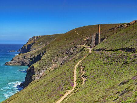 South West Coast Path and Wheal Coates Mine Cornwall UK Archivio Fotografico