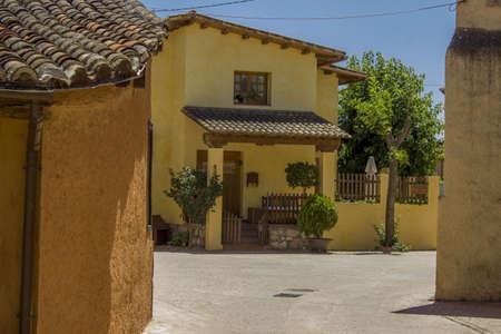 edificación: Jule 2013, construcci�n de la aldea, Torremocha del Jarama - Madrid