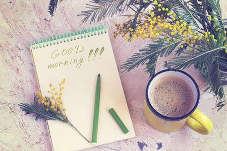 Il caffè di mattina, un bouquet di mimosa e un augurio di buon mattino, è stato tonificato