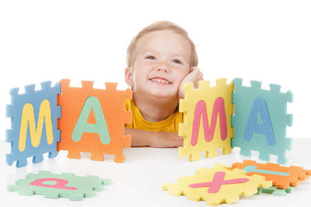 Little boy with colorful letters displays the word Mom Zdjęcie Seryjne