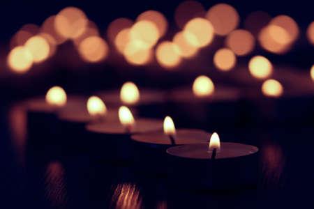 candle background fire dark flame night reflection, celebration wax. Stockfoto