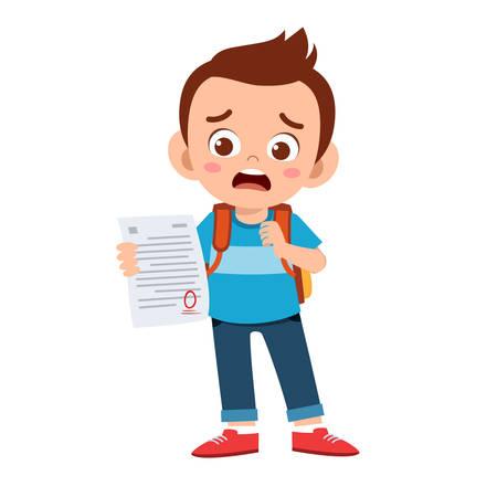 슬픈 아이 소년은 시험에서 나쁜 점수를 받았습니다