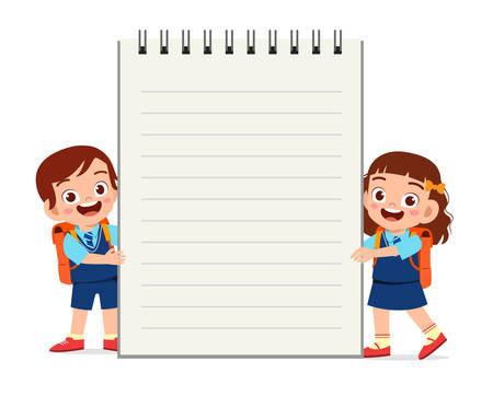 heureux mignon petit enfant garçon et fille cahier Vecteurs